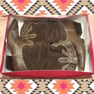 Rampage Cowboy boots in box